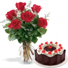 6 Red Roses in Vase with Red Ribbon Cake