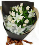 12 White Roses Roses in Bouquet