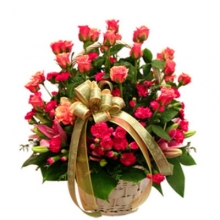 100 fresh red color roses in a basket