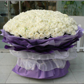 100 fresh white color roses in a bouquet