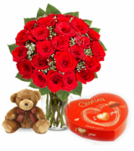 24 Red Rose vase,Brown Bear with Chocolate