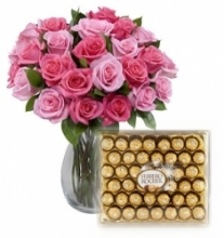24 Mixed Roses vase with 40 pcs Ferrero chocolate