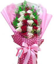 24 White and Red Color Roses in Bouquet