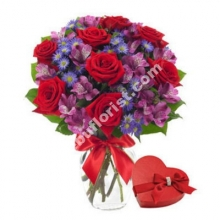 12 Red Roses in Vase W/Chocolate