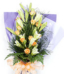 12 Peach Roses in Bouquet