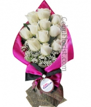 12 White Roses in Bouquet