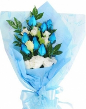 6 pcs Blue & 6 pcs White Roses in Bouquet