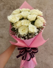 12 White Roses in a Bouquet