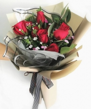 Gracious Surprise 6 Red Roses