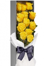 1 dozen yellow roses in a box